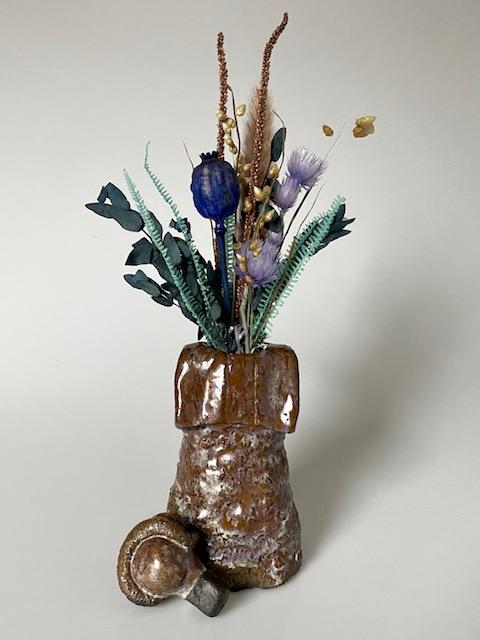 Dere sculptuur en vaas roodbruin blauwe kristallen